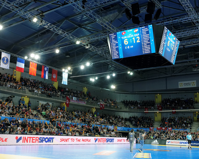 led-video-display-solutions-video-cube-arena-metz-3