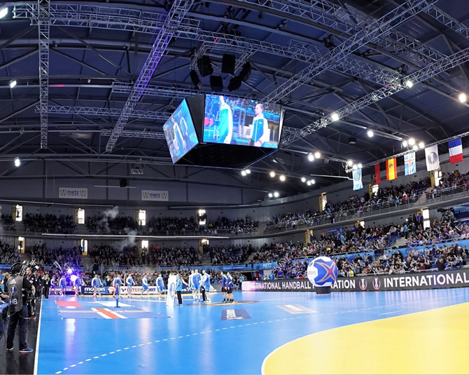 led-video-display-solutions-video-cube-arena-metz-2