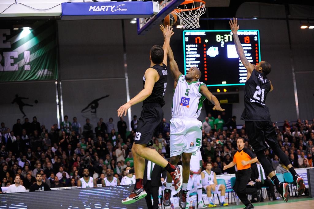 Bodet - Tableau d'affichage sportif pour basketball - Gymnase du Hall Georges Carpentier - Paris