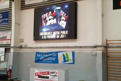 ecran-video-P8-videomedia-salle-omnisports-perigny3