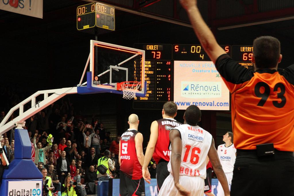 tableau-affichage-sportif-basketball-cholet-salle-meilleraie-gymnase-3