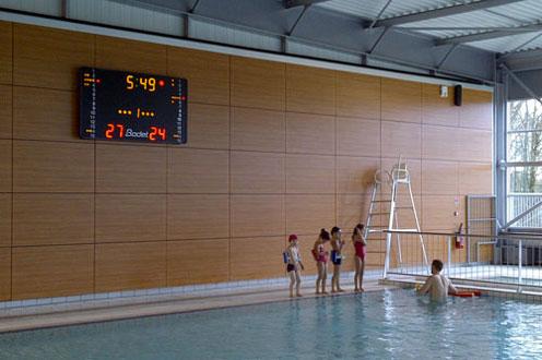 Piscine quiper des bassins avec affichage sportif et for Piscine aqua mauges